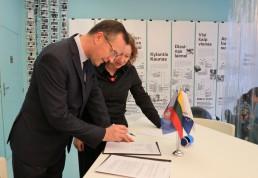 Sutarties pasirašymas su advokatų profesine bendrija